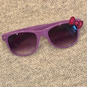 Sunglasses with Bow Accent